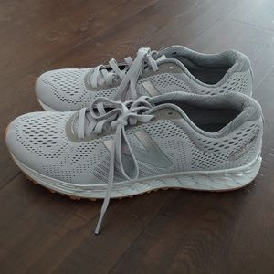 NWT New Balance 9.5 grey running sneakers
